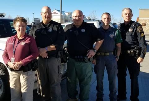 Imagen 1: L - R: Diputados Remington, Kingston, Mosley, Schultz y el sargento. Rairdon