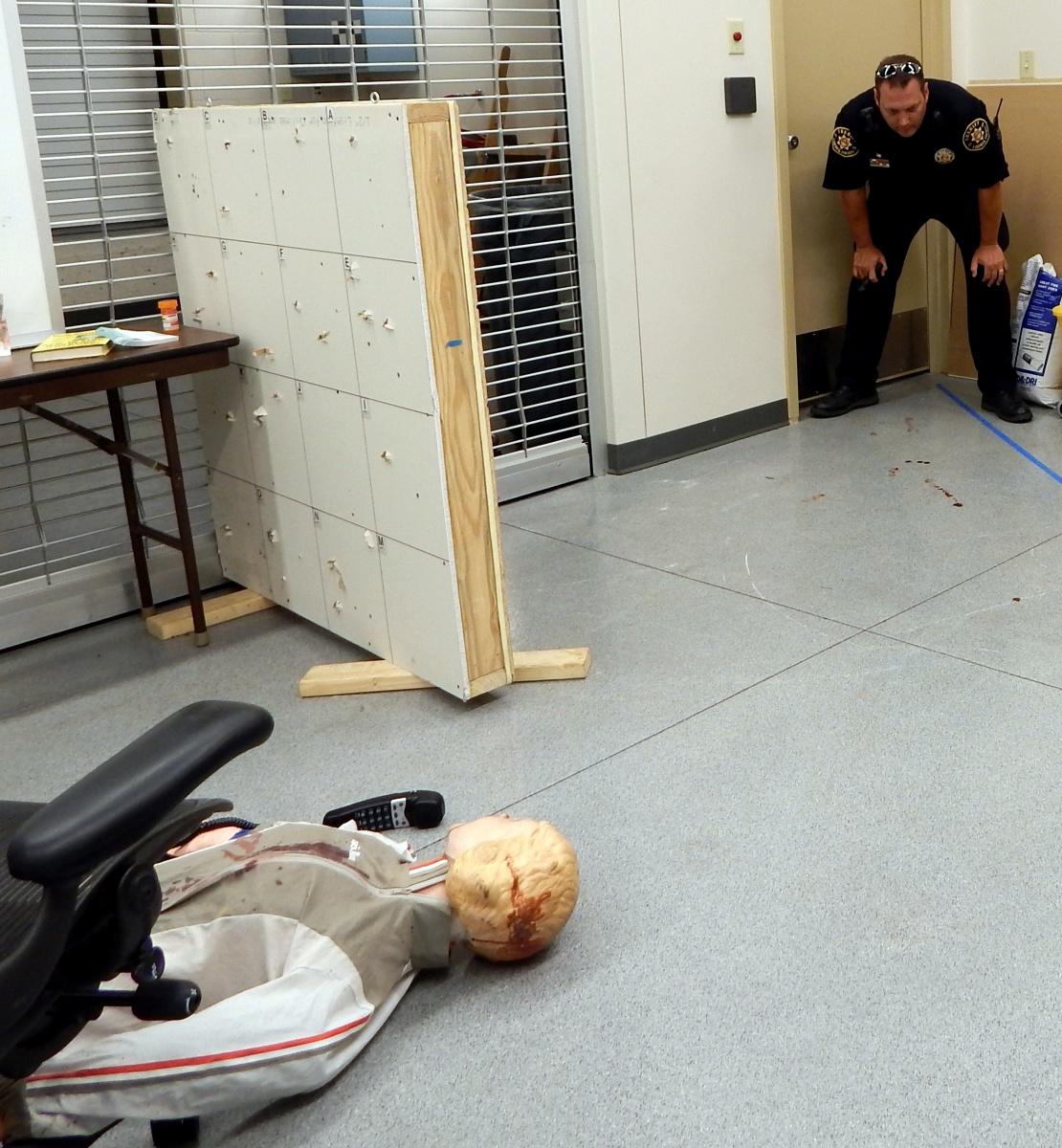 Imagen 3: Investigación de la escena del crimen