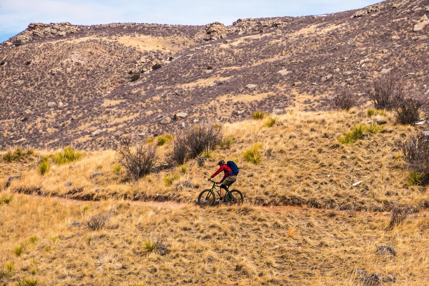 Image 9: mountain biker, red mountain open space,