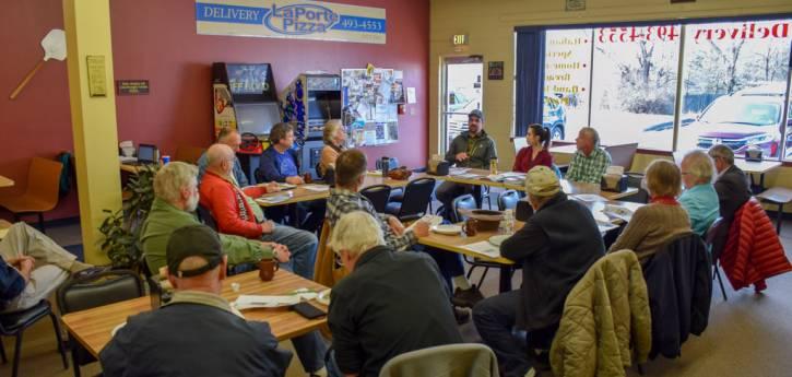 Reunión ciudadana de Laporte con el comisionado Johnson, abril de 2018