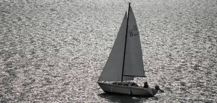 Carter Lake Sailing por Charlie Johnson