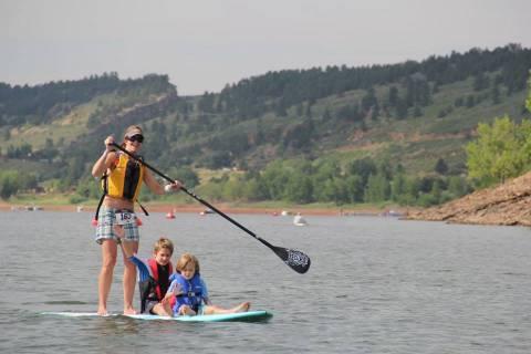 Paddle Boarder en Horsetooth Reservoir