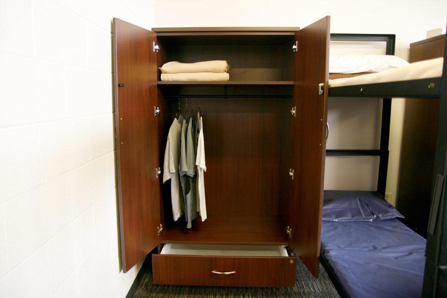 Image 3: Wardrobe